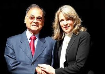 Rodriguez is taking over the Secretary General role from former Colombian Foreign Minister, Maria Emma Mejia (right) (El Comerio)